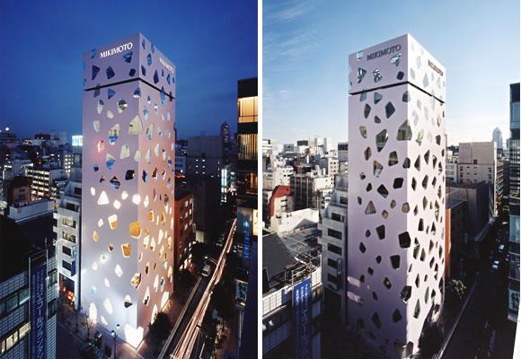 最具特色的玻璃建筑主体是一座全长约207公尺,地面高度约57公尺,最大